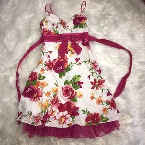 Women's size 3 floral sundress with bow Valentine